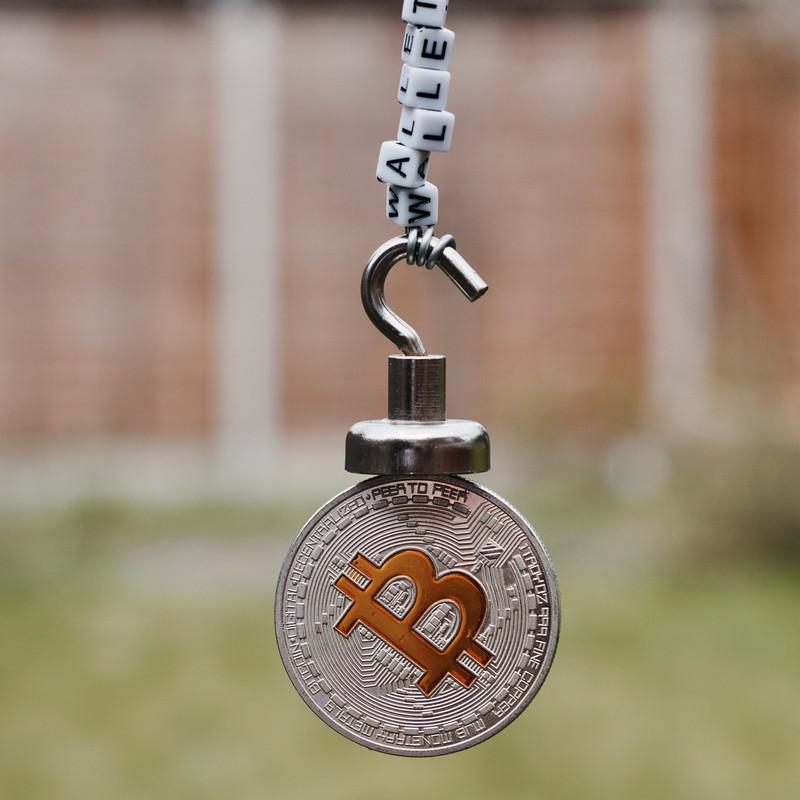 繋がれたコイン
